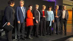 Åtta åländska partiledare på scen i Mariehamn