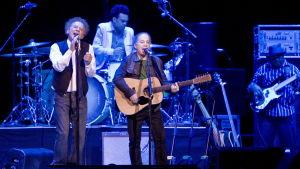 Paul Simon och Art Garfunkel uppträder i Sydney 2009