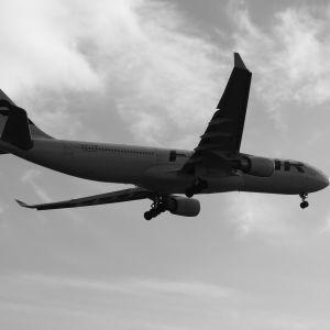 Lentokone lentää