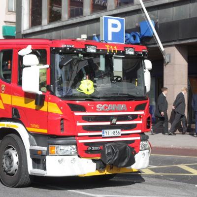 Brandbil utanför nordea i Åbo