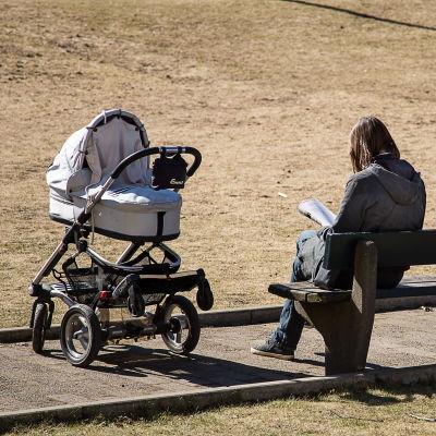 Mamma med barnvagn