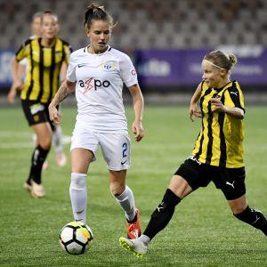Anna Vlasoff i närkamp.