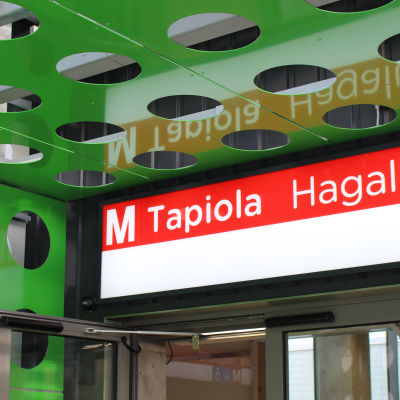 utanför hagalunds metrostation