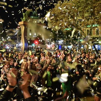 Människor firade i Stockholm den 29 september med anledning av att de flesta coronastriktioner i Sverige hade upphört.