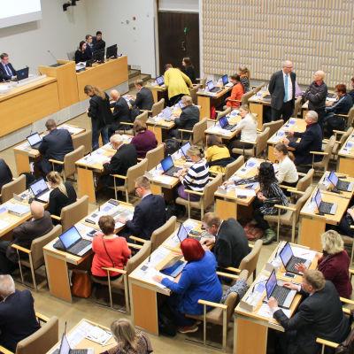 Helsingfors fullmäktigesal, möte på gång