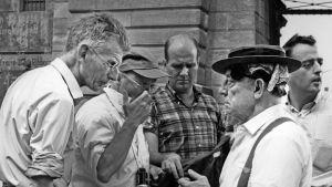 Samuel Beckett, Alan Schneider ja Buster Keaton elokuvan Film eli Viimeinen rooli kuvauksissa 1964. Kuva dokumenttielokuvasta Notfilm.