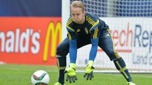Sveriges EM-vinnare Patrik Carlgren skadade sig när han återvände till klubbfotbollen med match mot VPS.