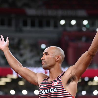 Damian Warner juhlii olympiavoittoa