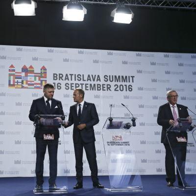 Robert Fico, Donald Tusk, Jean-Claude Juncker