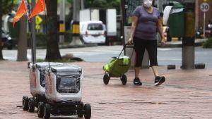 Robot som sköter hemtransport i Medellín, Colombia 21.4.2020