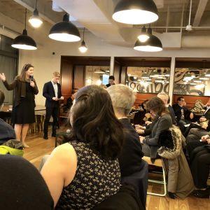 Tretton företagare presenterade sina produkter på kurs i New York