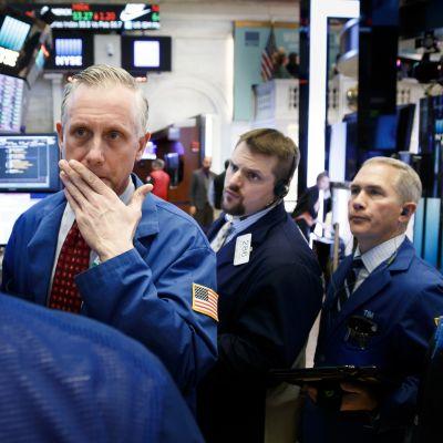 Aktiekurserna fortsätter att falla i USA bland annat av rädsla för en större handelskrig mellan USA och Kina