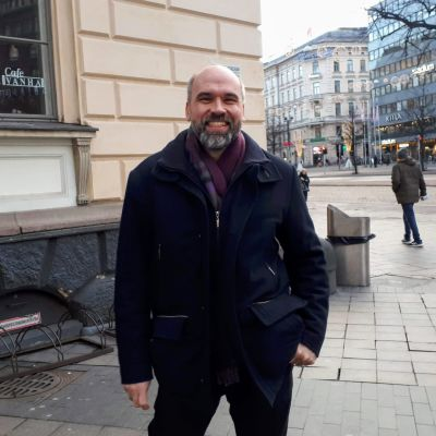 Wilhelm Kvist vid Mannerheimvägen.