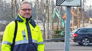 Trafikverkets Jarmo Nirhamo, projektchef för Ring I-reparationerna, vid byggarbetsplats.