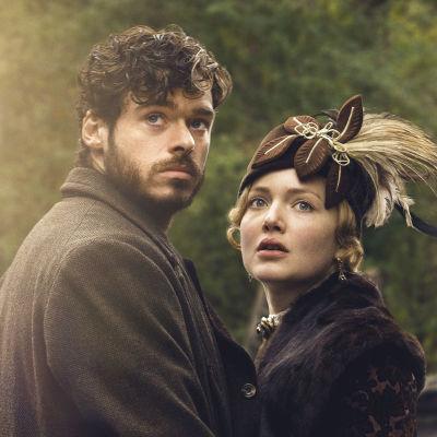 Richard Madden ja Holliday Grainger elokuvassa Lady Chatterleyn rakastaja