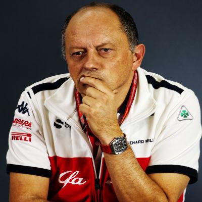 Saubers stallchef Frederic Vasseur under en presskonferens.