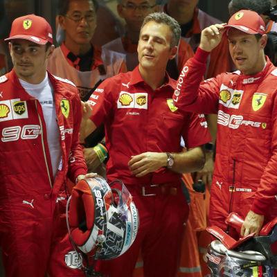 Charles Leclerc och Sebastian Vettel blickar åt sidan.