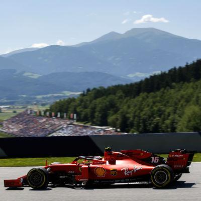 Charles Leclerc i farten i Österrike.