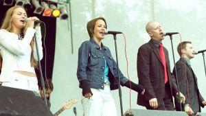 Ultra Bras konsert för Radiomafia år 2001