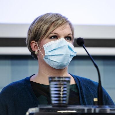 Annika Saarikko vid en presskonferens i oktober 2020.