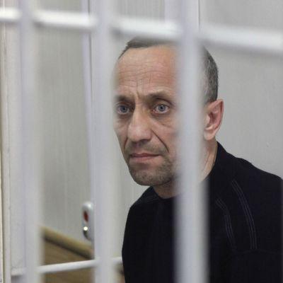 Den ryska seriemördaren  Mikhail Popkov har erkänt 81 mord och våldtäkter som han begick från och med år  1992