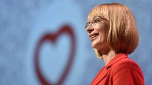 Tytti Tuppurainen talar på SDP:s partikongress i Lahtis 2017.