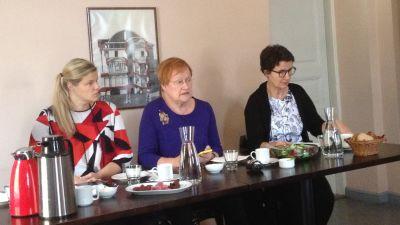 Tarja Halonen äter lunch med de politiska journalisterna 14.10.2014