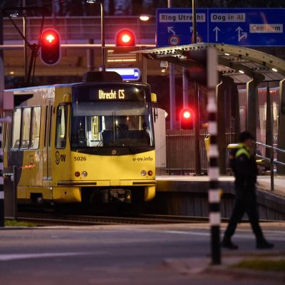 Bild på en spårvagn på en station i utrecht