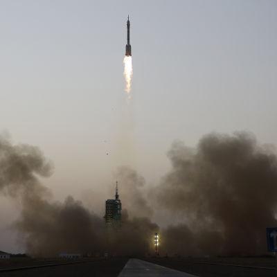 Kinesisk rymdraket skjuts upp från Jiuquan i China den 17 oktober 2016.