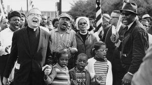 Svarta medborgarrättsaktivister marcherar år 1965