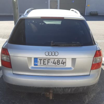 Kuva Audista, jonka liikkeistä poliisi kaipaa tietoa liittyen Hasanniemen autopaloon.