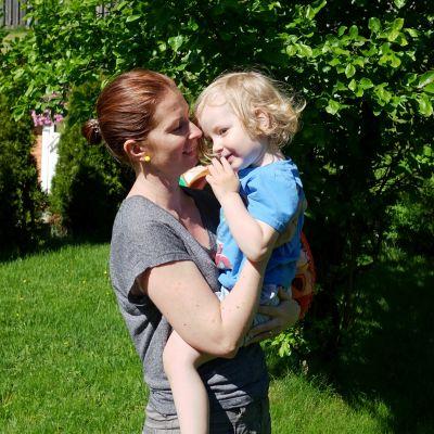 Ulrika Strang-Lindroos med sonen Nicolas.