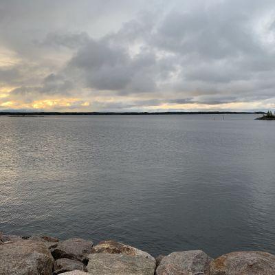 Meri katsottuna Kotkan Kuusisesta 17.9.2020 aamulla.