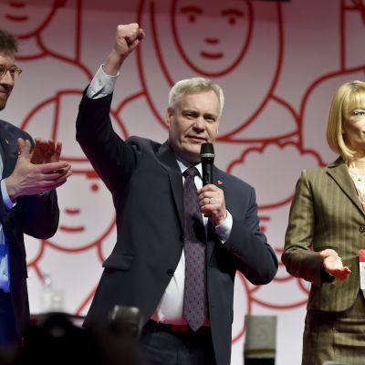 Timo Harakka, Antti Rinne och Tytti Tuppurainen vid SDP:s partikongress i Lahtis den 4 februari 2017.