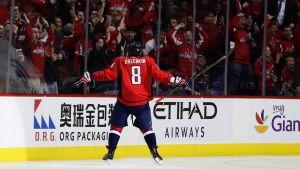 Alexander Ovetjkin firar poäng nummer 1000 i NHL.