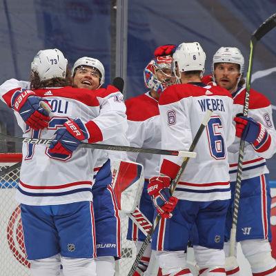 Montreal Canadiens juhlii voittoa.
