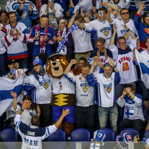 Finländska supportrar på plats på hockey-VM i Kosice.