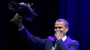 Petteri Orpo berörd efter att ha blivit omvald.
