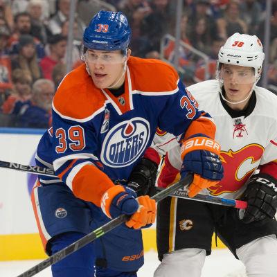 Jesse Puljujärvi är en finsk ishockeyspelare.