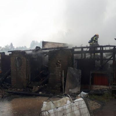 Navetta paloi maan tasalle Iisalmessa