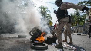 Haiti har skakats av politiskt våld efter det misslyckade presidentvalet. Oron har underblåsts av politikernas oförmåga att ordna valets andra omgång. Här skingras demonstranter som protestera mot övergångspresidenten Jocelem Privert