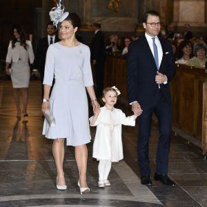 Kronprinsessan Victoria, Prins Daniel och Prinsessan Estelle på lysningsgudstjänst för Prins Carl Philip och Sofia Hellqvist.