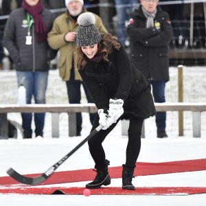Prinsessan Catherine med bandyracket i Stockholm
