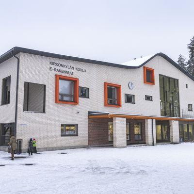 Laukaan kirkonkylän koulu