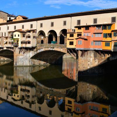 Medeltidsbron Ponte Vecchio, som går över floden Arno, är en del av Florens historiska centrum som 1982 sattes upp på Unescos världsarvslista.