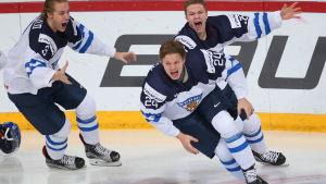 Kasperi Kapanen firar segermål i JVM-finalen 2016.