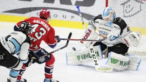 Sakari Salminen gör mål.