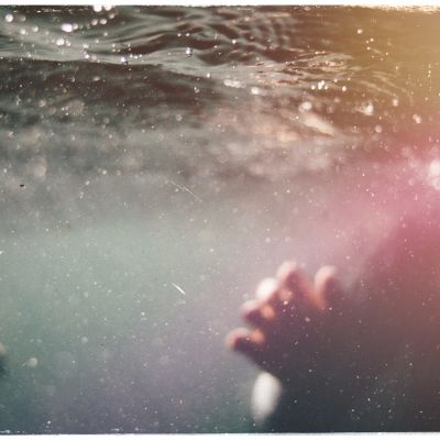 Kuvituskuva: uimari vedessä.