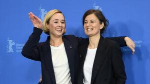 Alba August och Pernille Fischer Christensen inför mötet med pressen i Berlin.
