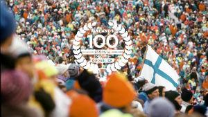 Publik på skid-VM i Lahtis 1989 med logo för Finlands 100 största idrottsögonblick.